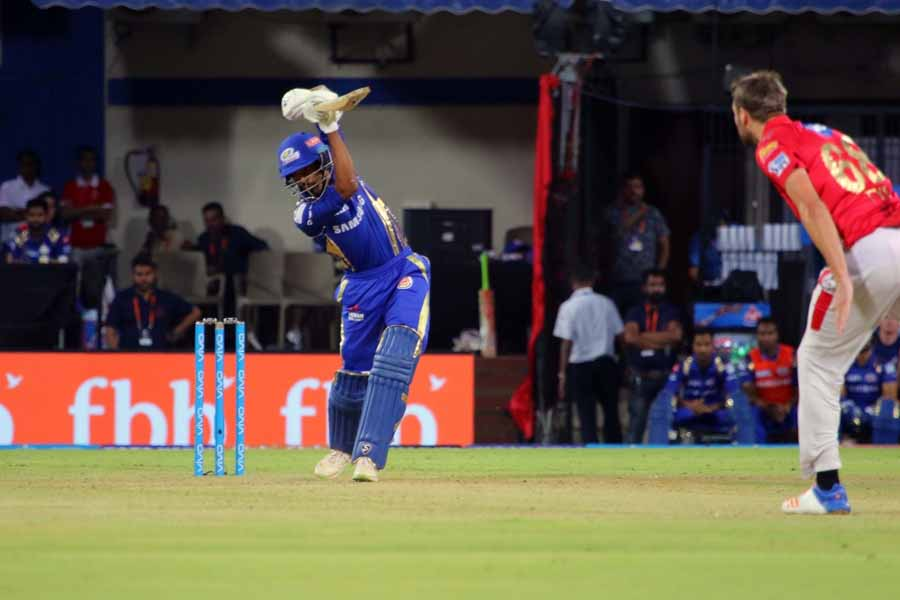Hardik Pandya Of Mumbai Indians In Action During An IPL 2018 Images in Hindi