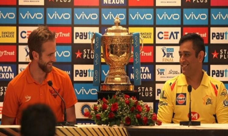 IPL Final: चेन्नई सुपरकिंग्स ने टॉस जीतकर पहले फील्डिंग करने का फैसला किया Images