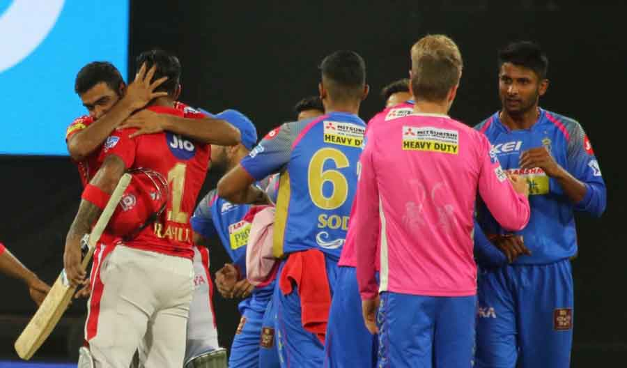 Kings XI Punjab Ravichandran Ashwin And Lokesh Rahul Celebrate After Winning An IPL 2018 Images in Hindi