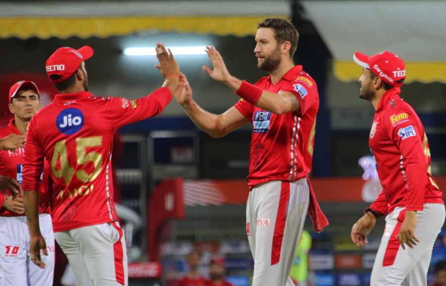Kings XI Punjabs Andrew Tye Celebrates Fall Of Rahul Tripathis Wicket During An IPL 2018 Images in Hindi