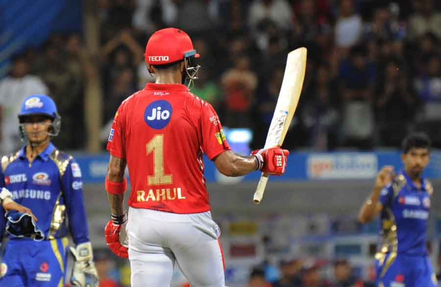 Kings XI Punjabs Lokesh Rahul Celebrates His Half Century During An IPL 2018 Match Images in Hindi