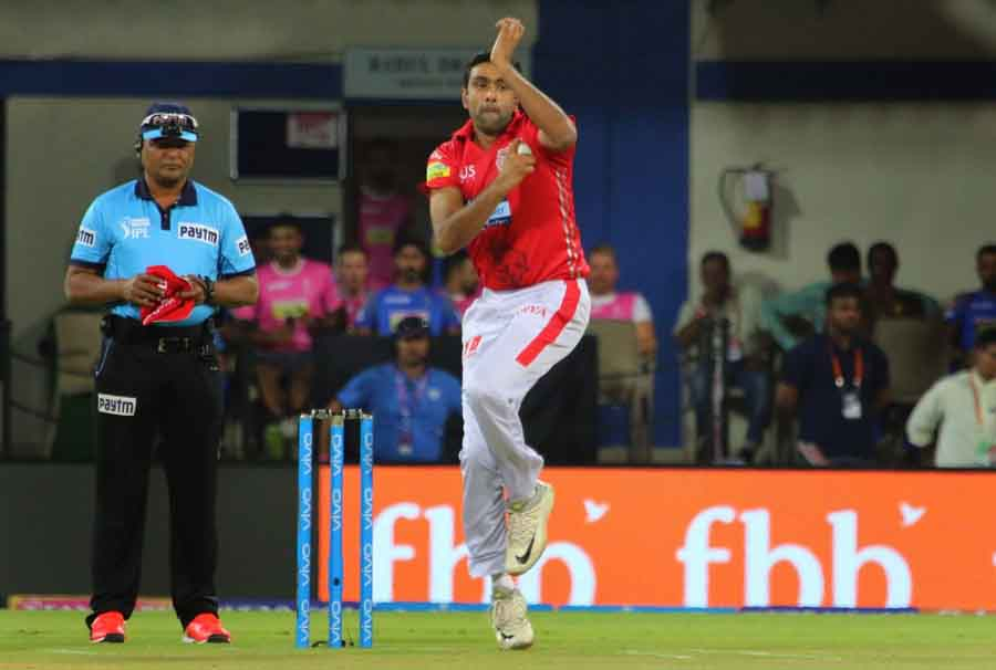Kings XI Punjabs Ravichandran Ashwin In Action During An IPL 2018 Images in Hindi