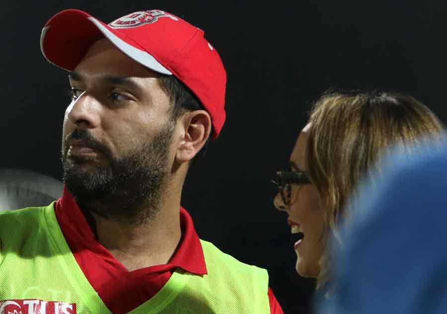 Kings XI Punjabs Yuvraj Singh With His Wife Hazel Keech During An IPL 2018 Images in Hindi