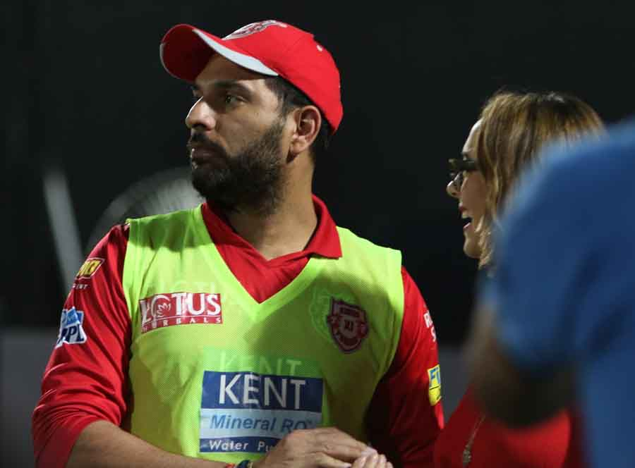 Kings XI Punjabs Yuvraj Singh With His Wife Hazel Keech During An IPL Match 2018 Images