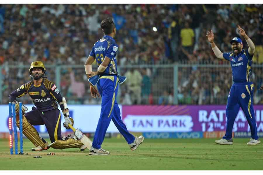 Kolkata Knight Riders Dinesh Karthik Gets Dismissed During An IPL 2018 Images in Hindi