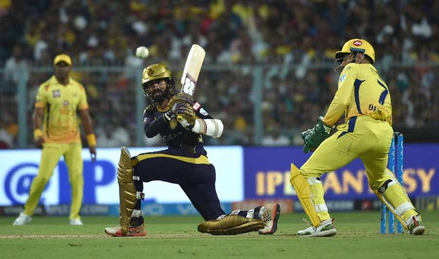Kolkata Knight Riders Dinesh Karthik In Action During An IPL 2018 Match Images in Hindi