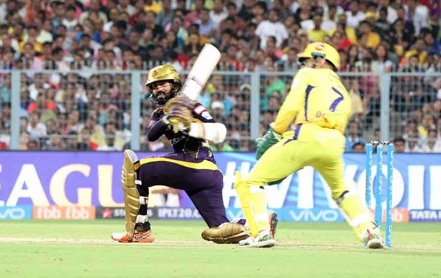 Kolkata Knight Riders Dinesh Karthik In Action During An IPL 2018 Images in Hindi