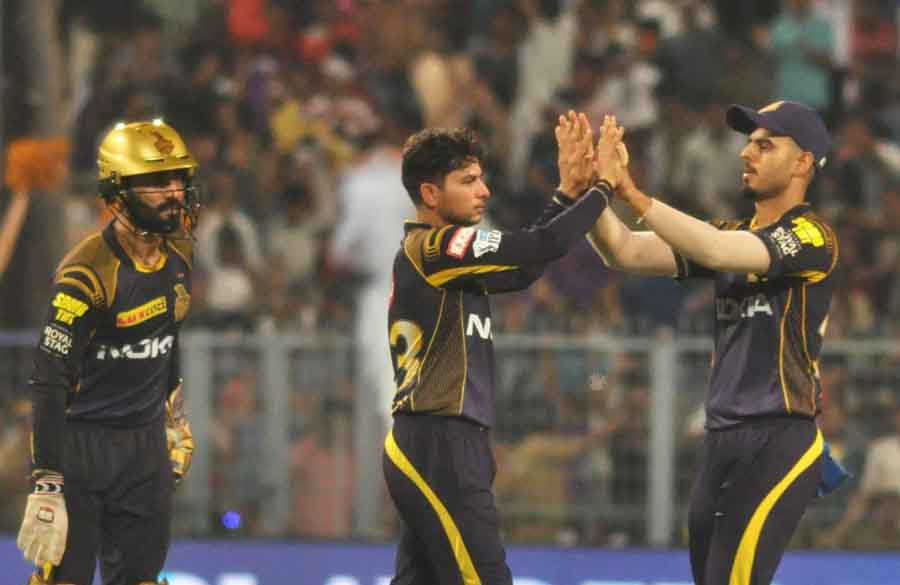 Kolkata Knight Riders Celebrate Fall Of A Wicket During The Eliminator Match Of IPL 2018 Match Image in Hindi