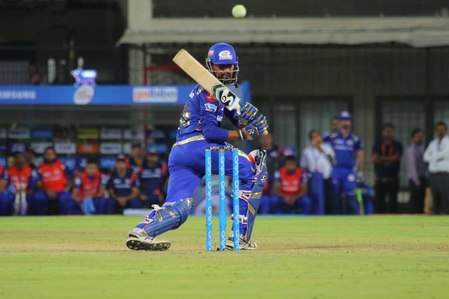 Krunal Pandya Of Mumbai Indians In Action During An IPL 2018 Images in Hindi