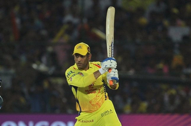 MS Dhoni completes 4000 runs in IPL