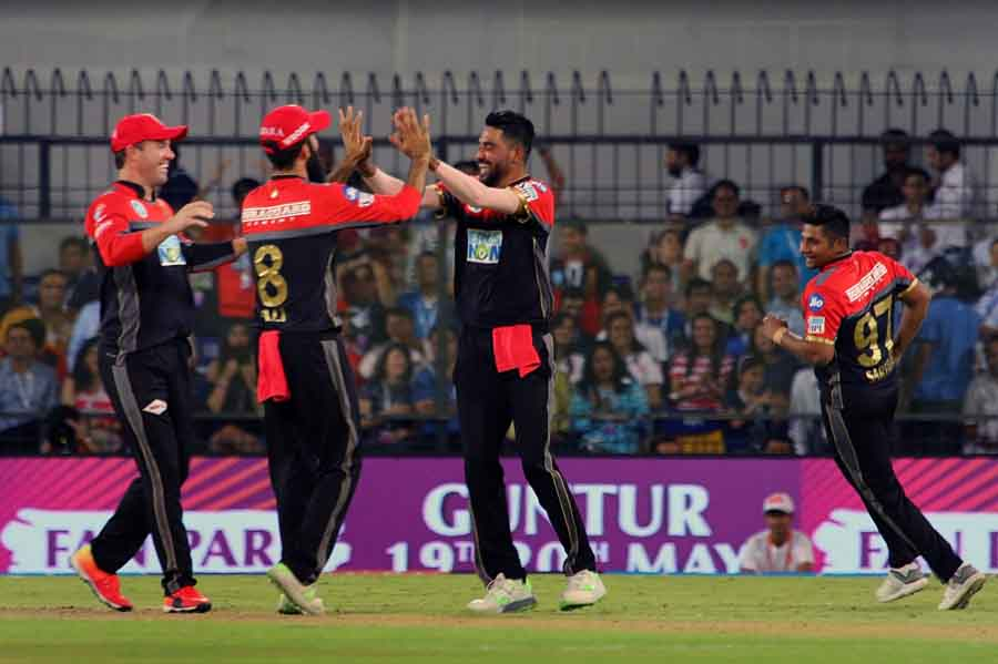Mohammed Siraj Of Royal Challengers Bangalore Celebrates Fall Of Karun Nairs Wicket During An IPL 20 in Hindi