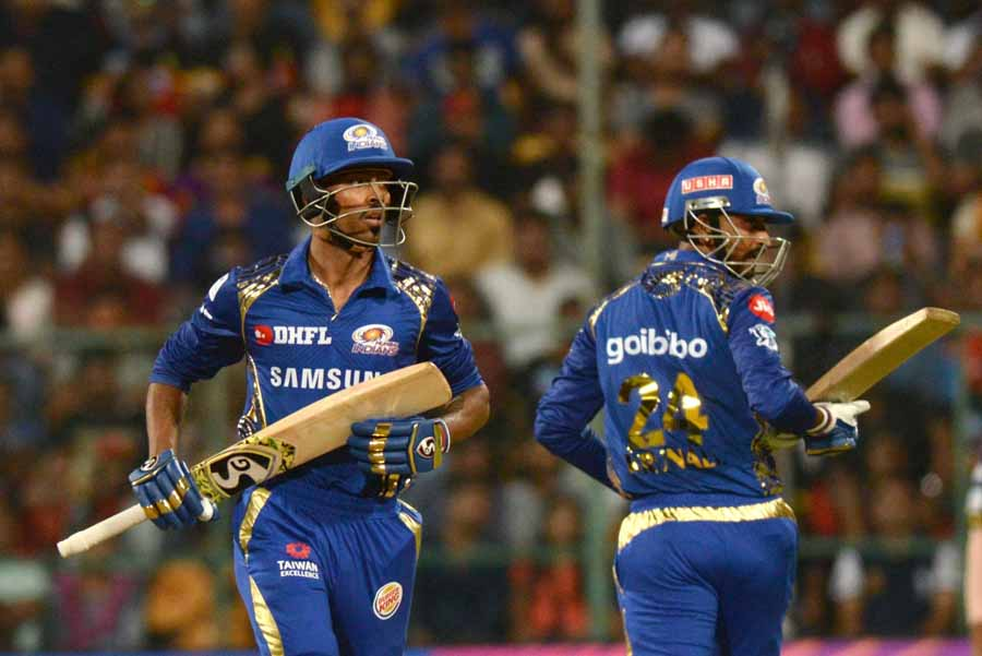 Mumbai Indians Hardik Pandya And Krunal Pandya Run Between The Wickets During An IPL 2018 Images in Hindi