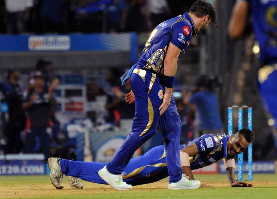 Mumbai Indians Hardik Pandya And Mitchell McClenaghan Celebrate After Winning An IPL 2018 Match Imag
