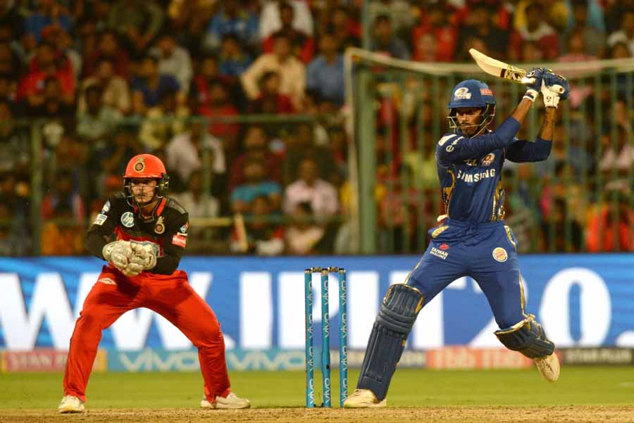 Mumbai Indians Hardik Pandya During An IPL 2018 Match Images in Hindi