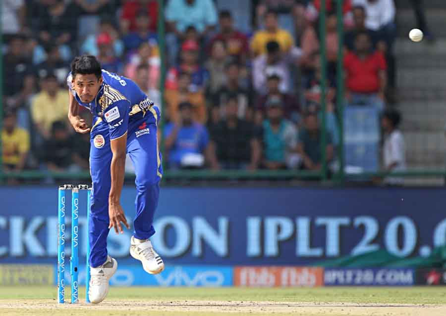 Mumbai Indians Mustafizur Rahman In Action During An IPL 2018 Match Images in Hindi