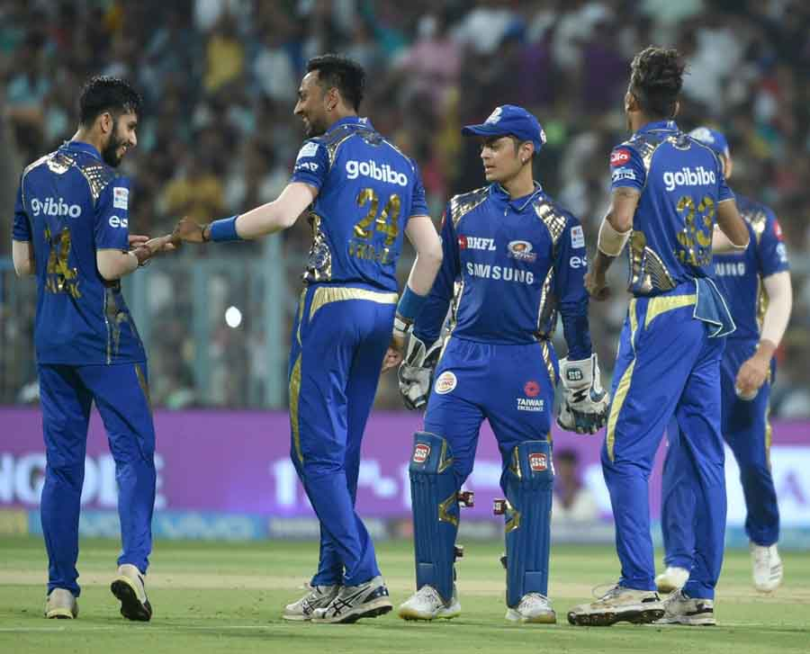 Mumbai Indians Celebrate Fall Of Andre Russells Wicket During An IPL 2018 Images in Hindi