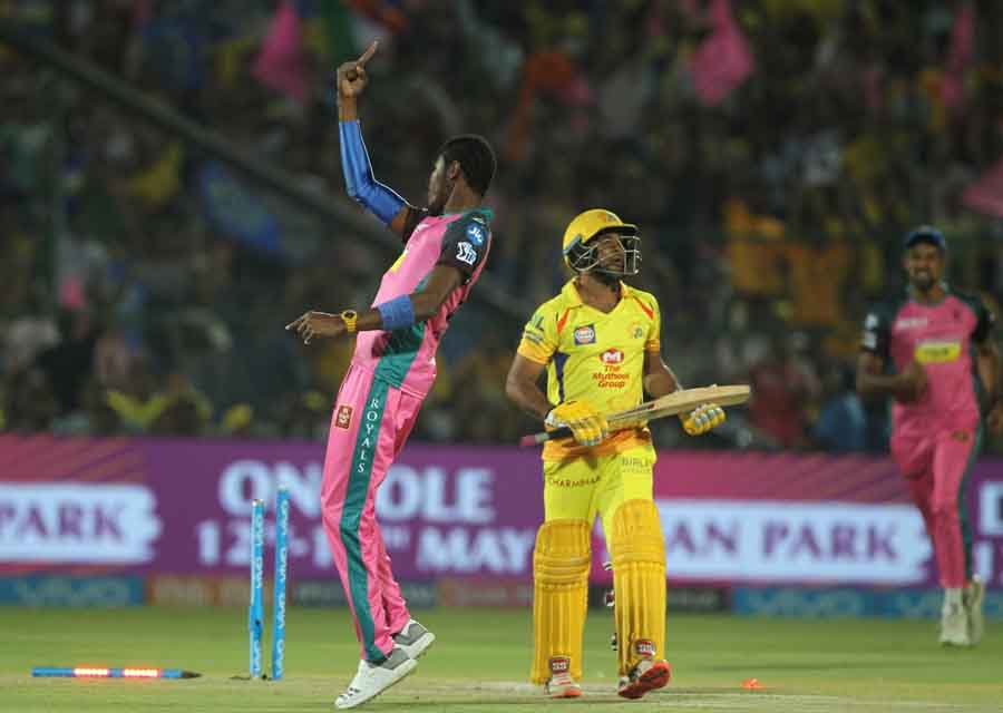 Rajasthan Royals Jofra Archer Celebrates Fall Of Ambati Rayudus Wicket During An IPL 2018 Images in Hindi