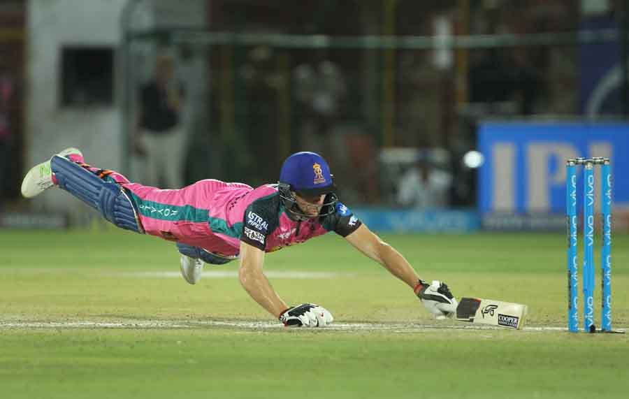 Rajasthan Royals Jos Buttler In Action During An IPL Match 2018 Images in Hindi