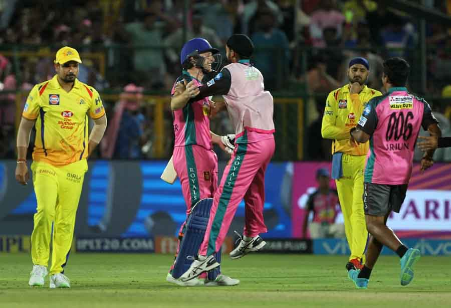 Rajasthan Royals Celebrate After Winning An IPL 2018 Match Against Chennai Super Kings At Sawai Mans in Hindi