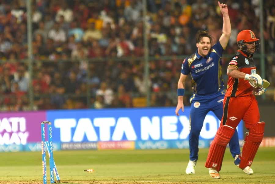 Royal Challengers Bangalores Brendon McCullum Gets Dismissed During An IPL 2018 Images in Hindi