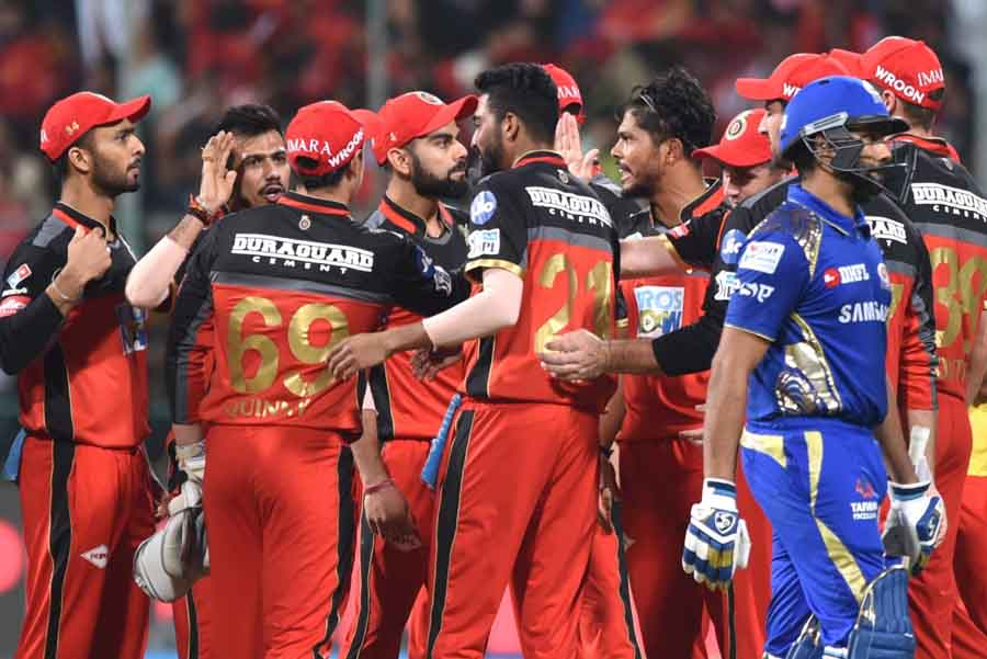 Royal Challengers Bangalores Umesh Yadav And Virat Kohli Celebrate Fall Of Rohit Sharmas Wicket Duri