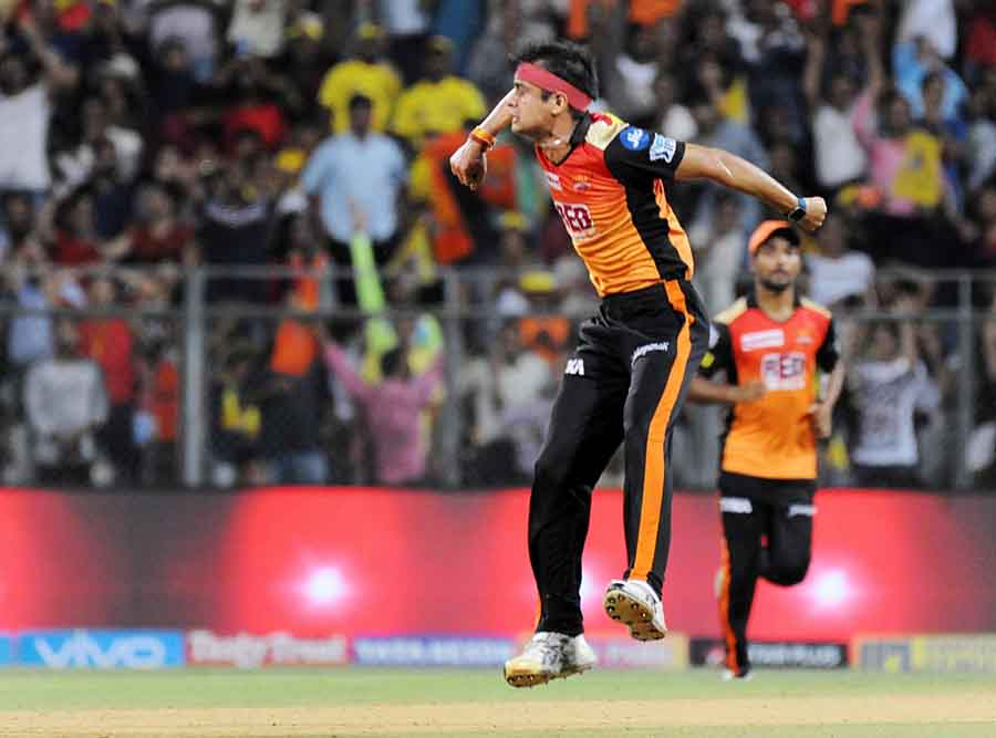 Siddarth Kaul Of Sunrisers Hyderabad Celebrates Fall Of Ambati Rayudus Wicket During The First Quali