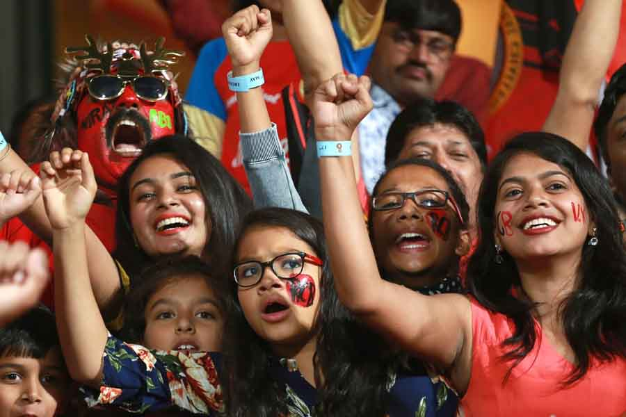 Spectators During An IPL 2018 Match Between Sunrisers Hyderabad And Royal Challengers Bangalore Imag in Hindi