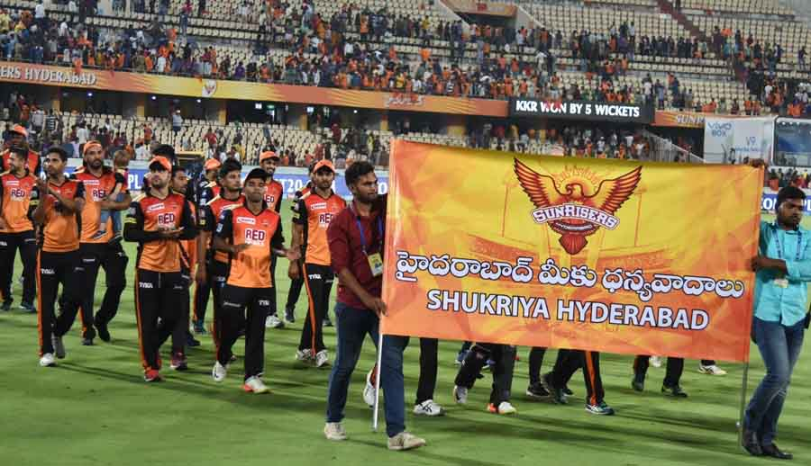Sunrisers Hyderabad Players Acknowledge The Crowd After An IPL 2018 Match Images