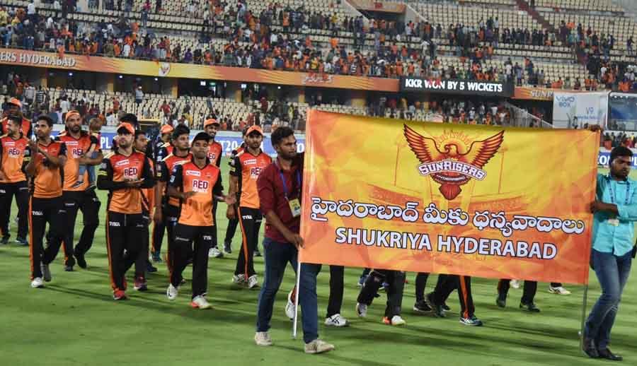 सनराइजर्स हैदराबाद खिलाड़ी स्वीकार करते हैं, आईपीएल 2018 मैच के बाद भीड़ फोटो