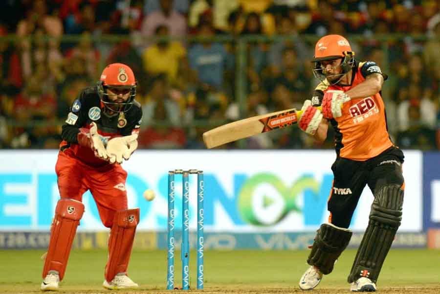 Sunrisers Hyderabads Manish Pandey In Action During An IPL 2018 Match Images in Hindi