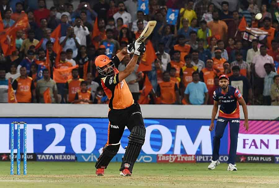 Sunrisers Hyderabads Yusuf Pathan In Action During An IPL 2018 Images in Hindi