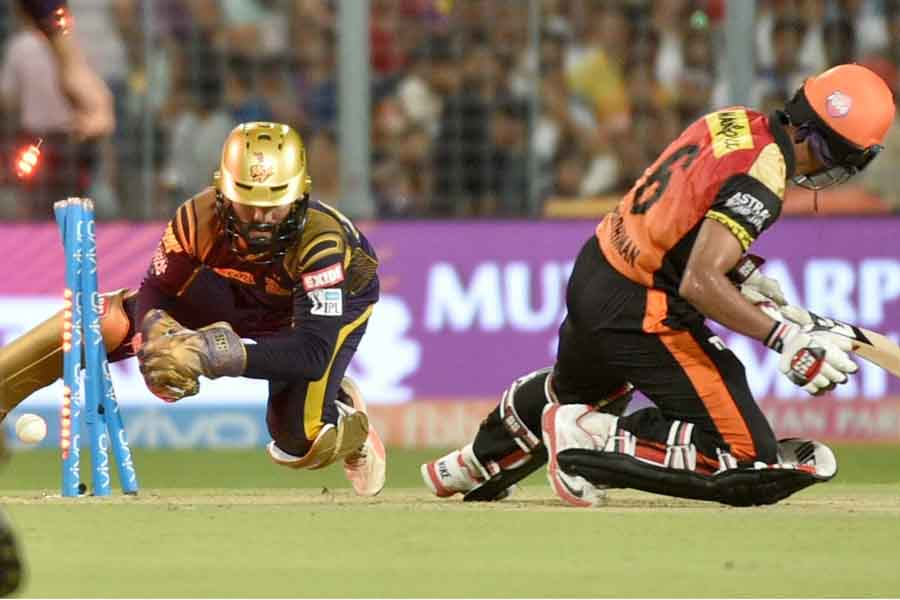 सनराइजर्स हैदराबाद के रिद्धिमान साहा ने आईपीएल 2018 के क्वालीफायर 2 मैच के दौरान खारिज कर दिया फोटो
