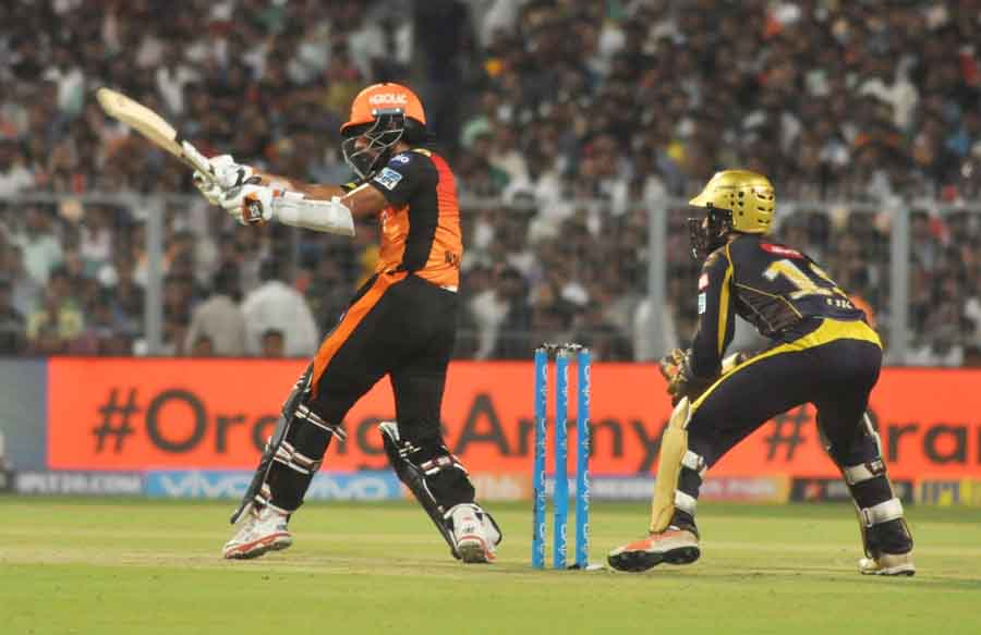 Wriddhiman Saha Of Sunrisers Hyderabad In Action During The Qualifier 2 Match Of IPL 2018 Images in Hindi