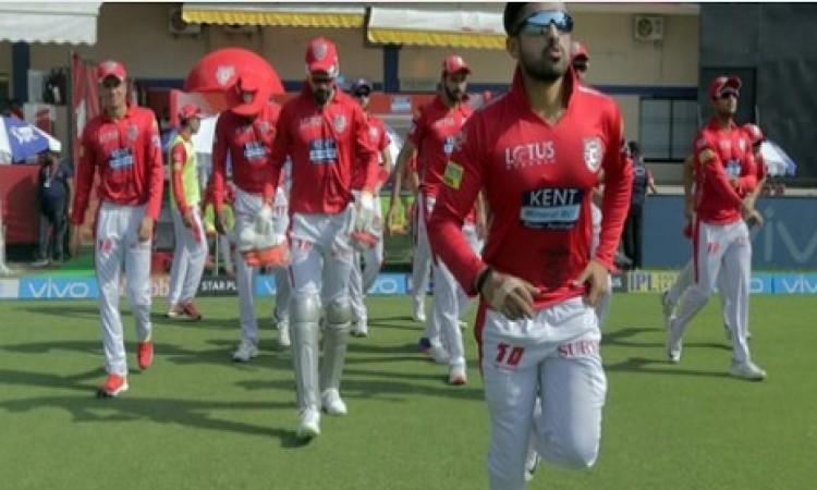 आईपीएल 2018 में जुड़ा ये विवाद, इस दिग्गज ने लगाया बदनुमा इल्जाम Images