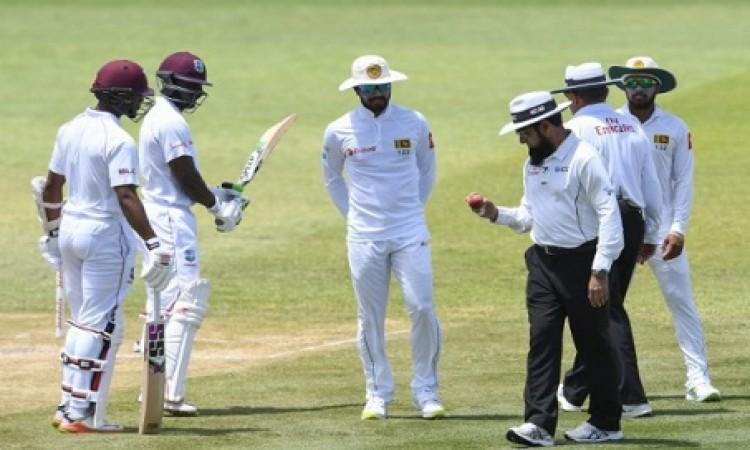 श्रीलंका बोर्ड को झटका, दिनेश चंडीमल पर आचार संहिता के उल्लंघन का आरोप लगा Images