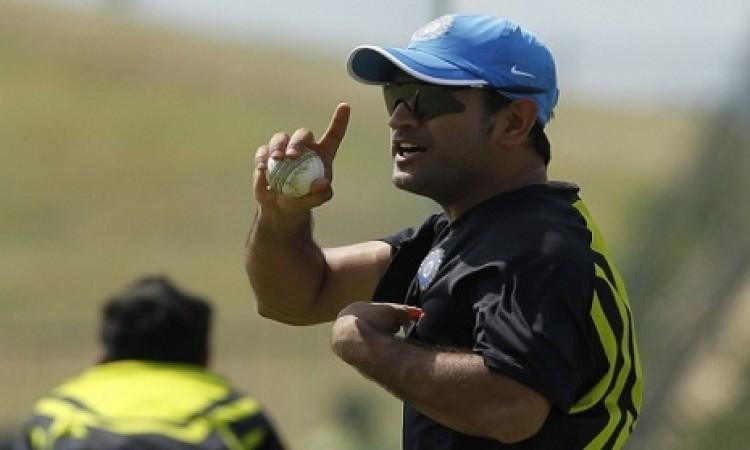 जब धोनी ने इंग्लैंड के इस क्रिकेटर को दी धमकी और कहा जान निकाल लूंगा Images