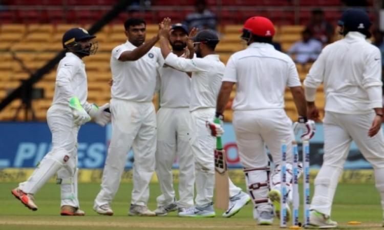 भारतीय गेंदबाजों ने ढ़ाया कहर, अफगानिस्तान की पहली पारी केवल 109 रनों पर हुई आउट Images