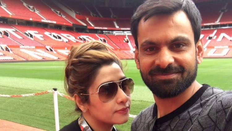 Mohammad Hafeez With His Wife Nazia Hafeez Images