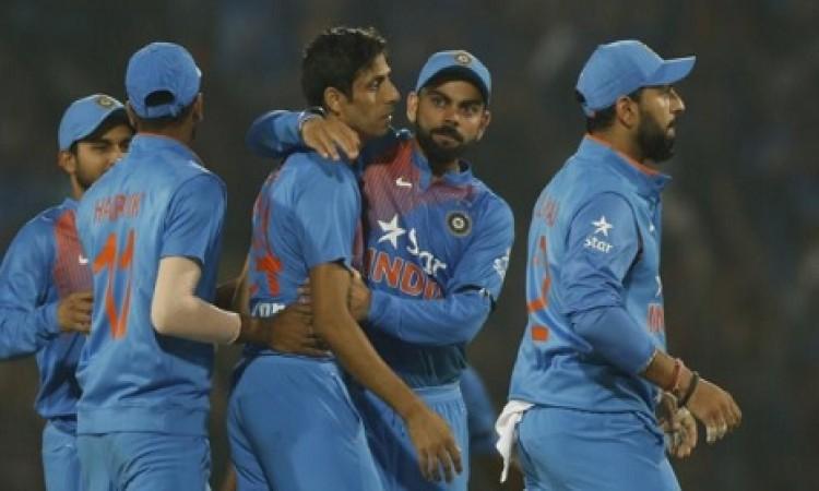 OMG टीम इंडिया के इस दिग्गज भारतीय की वाइफ की हालत बिगड़ी, अस्तपताल में भर्ती Images