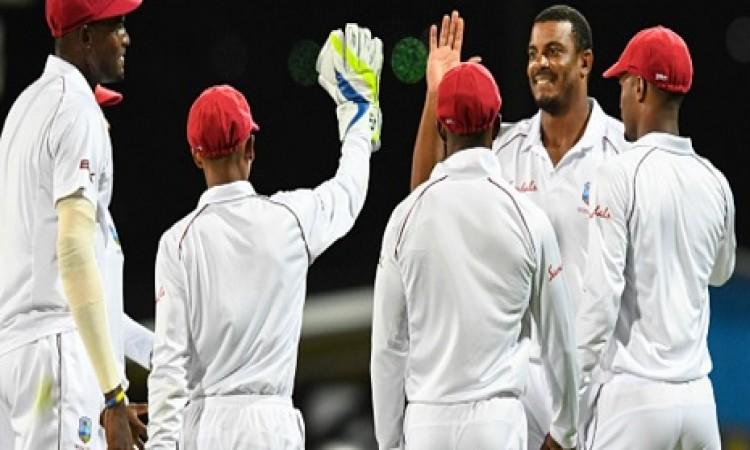 तीसरा टेस्ट में वेस्टइंडीज 204 रन पर हुई ऑलआउट तो वहीं श्रीलंका की भी हालत खराब Images