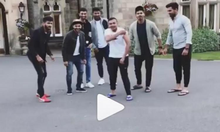 VIDEO इंग्लैंड के सड़कों पर संजय दत्त बन भारत के खिलाड़ी कर रहे हैं मजे, देखिए मजेदार वीडियो Images
