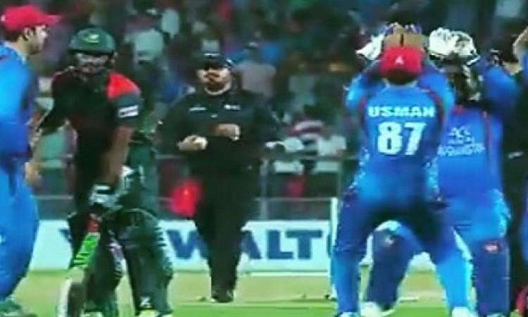 VIDEO अफगानिस्तान खिलाड़ियों ने किया नागिन डांस, जीत के जश्न में उड़ाया मुश्फिकुर रहीम का मजाक Image