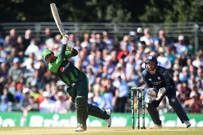 Sarfraz, Malik guide Pakistan to 204/4 vs Scotland in first T20I