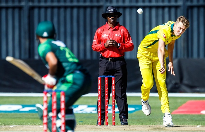 Billy Stanlake stars as Pakistan out for 116