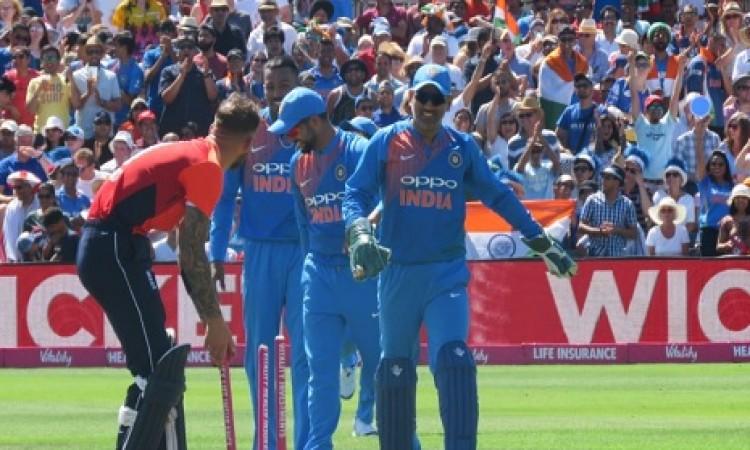 टी-20 इंटरनेशनल में धोनी का वर्ल्ड रिकॉर्ड,  5 कैच लपककर रच दिया इतिहास Images