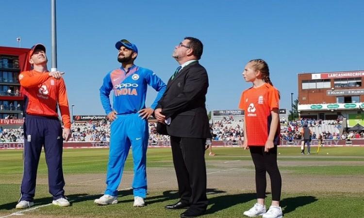 इंग्लैंड के  खिलाफ पहले टी-20 में भारत ने जीता टॉस, पहले गेंदबाजी करने का फैसला किया Images