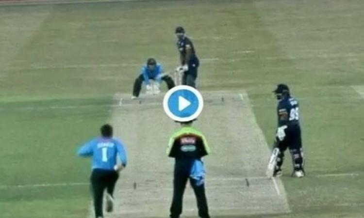 VIDEO राशिद खान की कमाल की अनसुलझी रहस्यमयी गेंद, बल्लेबाज देखता रह गया Images