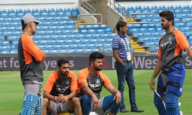 तीसरे वनडे से पहले धोनी का दिखा कप्तान वाला अंदाज, इस तरह से खिलाड़ियों का बढ़ाया उत्साह Images