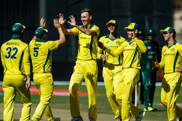 australia opt to bowl first against pakistan