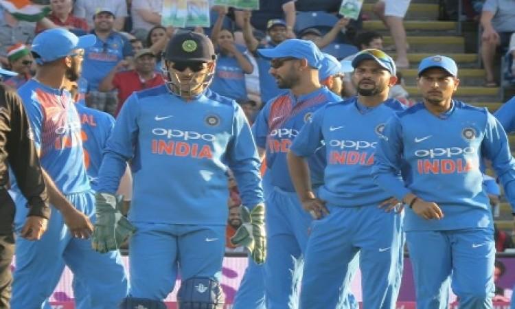 तीसरे टी-20 से पहले भारतीय टीम को झटका, यह दिग्गज तेज गेंदबाज बाहर Images